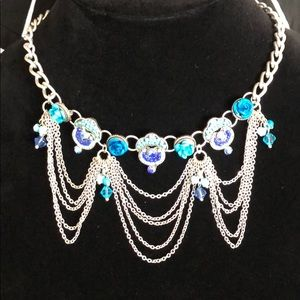 🛍 Blue beaded chain silvertone statement necklace